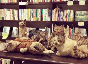 ▲大人気のはしもとみおさんの猫彫刻